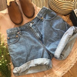 VTG Levi's Relaxed Fit Mom Jeans Shorts Sz 10